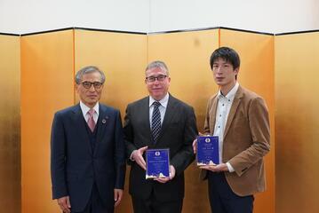 バレット ブレンダン 特任教授、大谷 洋介 特任講師が受賞しました。
